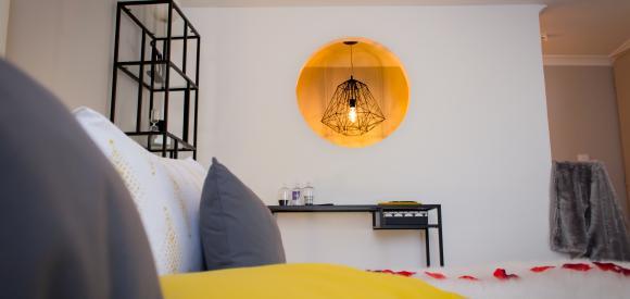 Suite romantique, jacuzzi privatif, lit rond king size, proche Nîmes