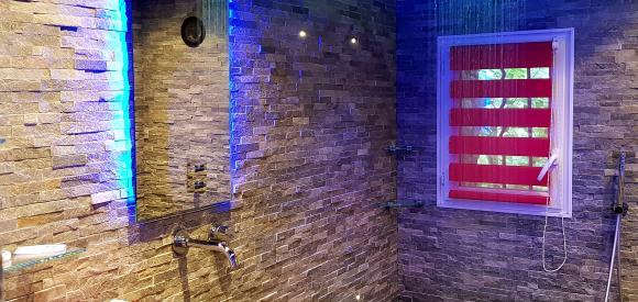 Chambre sexy et intense avec jacuzzi privatif, proche Aix en provence