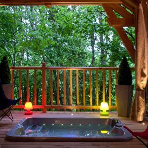 Cabane de luxe sur pilotis, avec jacuzzi et sauna privatif, Corrèze