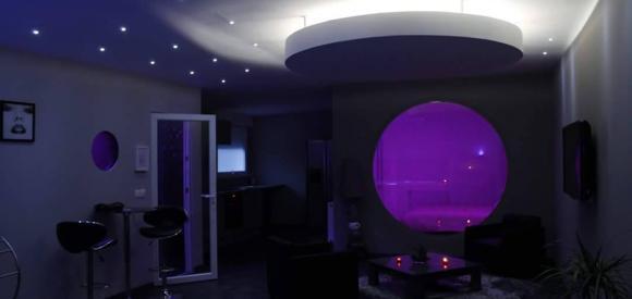 Magnifique Chambre bulle avec Jacuzzi et hammam privatif, proche Lille