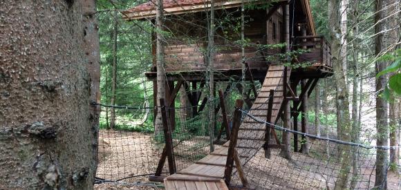 Cabane perchée en pleine nature, cadre exceptionnel en Savoie