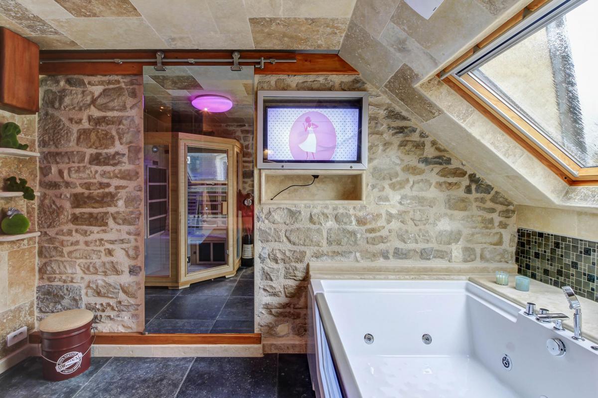 Appartement Glamour Avec Spa Privatif Et Sauna A Dijon Introuvable