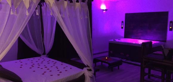 Suite ambiance seychelles avec jacuzzi et sauna privatif
