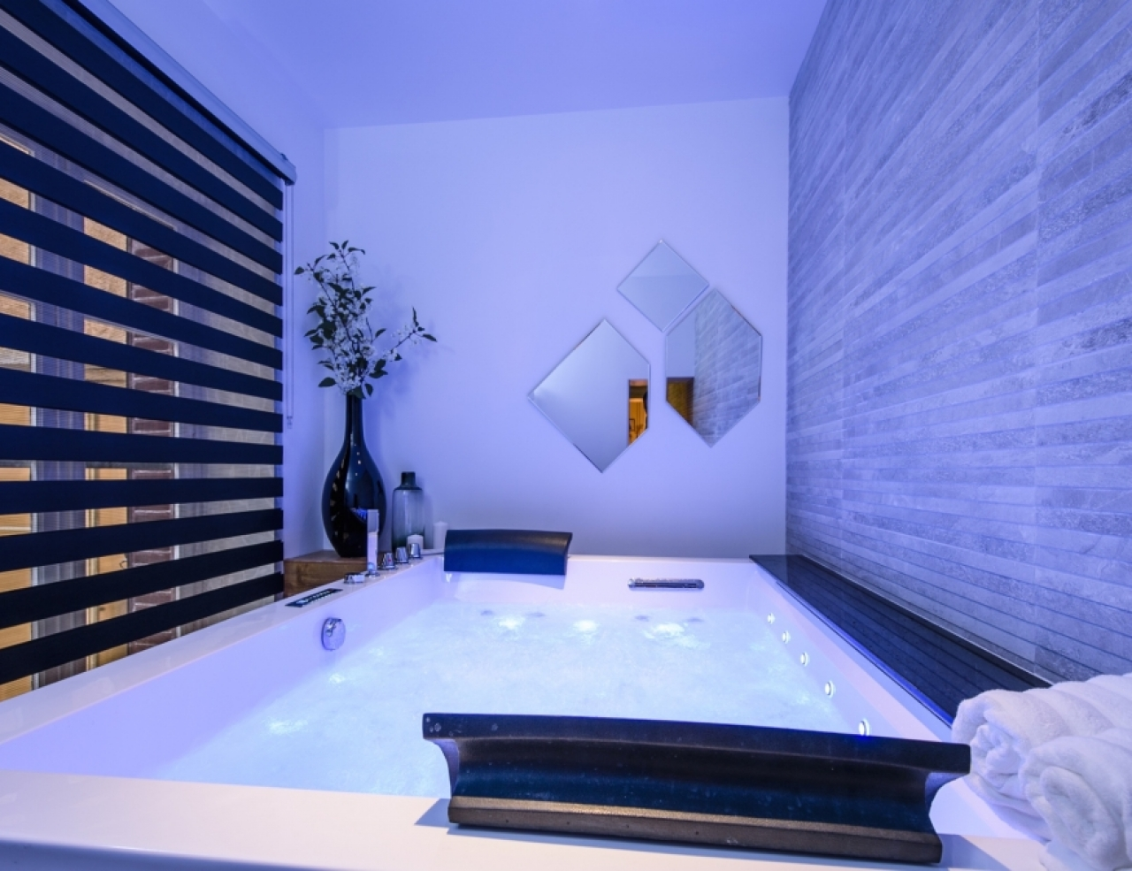 Hotel jacuzzi lyon pas cher for Hotel moins cher